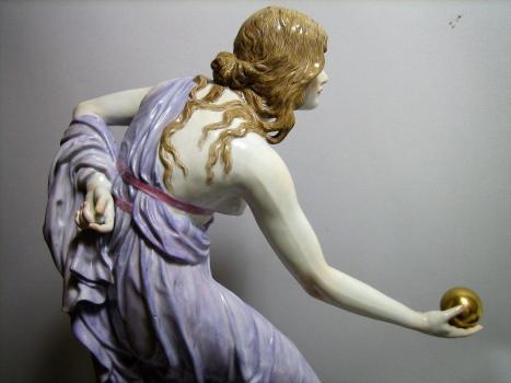 Kugelspielerin Meißner Porzellan, Preis auf Anfrage
