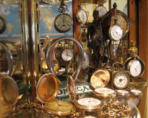 goldene Taschenuhren mit Sprungdeckel, Kaminuhren, Armbanduhren, Omega-Reklameträger